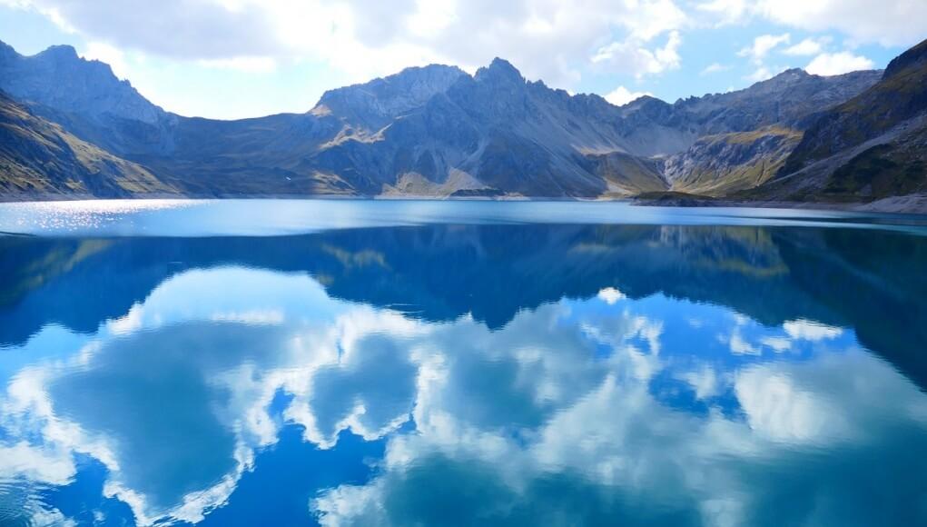 reflection lake cloud